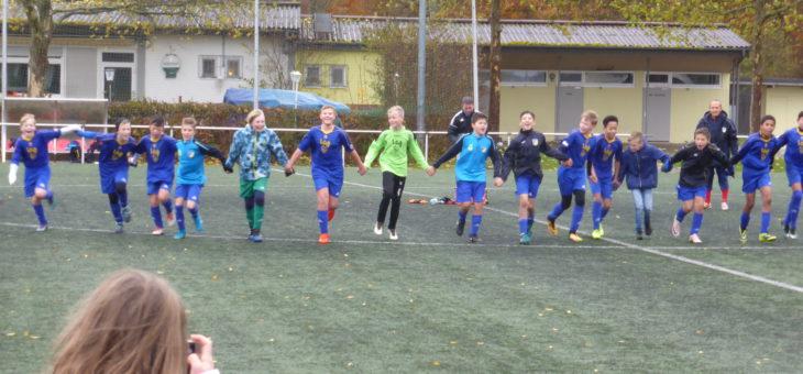 D1-Junioren feiern die Meisterschaft im Regen
